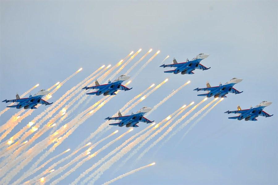 Авиашоу с участием знаменитых «Русских витязей»