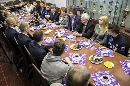 Надежда Болтенко встретилась со спортсменами-инвалидами в Новосибирском Центре Высшего Спортивного Мастерства