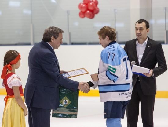 Новый учебно-тренировочный каток для юных хоккеистов открылся в Новосибирской области