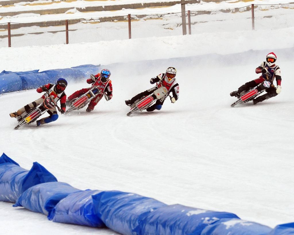 Новосибирцы завоевали «золото» на этапе командного чемпионата России по ледовому спидвею