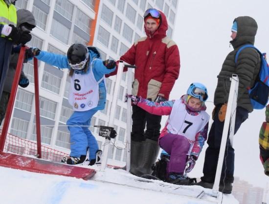 Мороз не помеха: в Новосибирске проходят соревнования по сноуборду