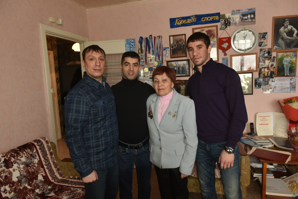 Михаил Алоян и Армен Закарян поздравили ветеранов спорта с 8 Марта