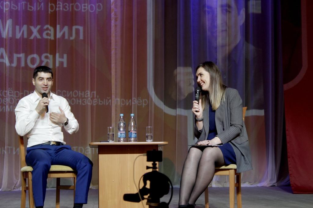 """Михаил Алоян стал героем молодёжного проекта """"Диалог на равных"""""""