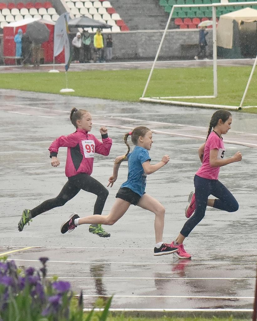 Юные новосибирские спортсмены пробежали «олимпийские километры»
