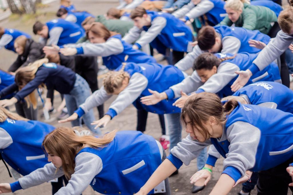 """Бодрое утро со спортсменами НЦВСМ - титулованные новосибирские спортсмены провели зарядку для участников форума молодёжи """"PROрегион"""""""