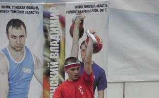 Евгений Бутенко стал лучшим на первенстве России по гиревому спорту
