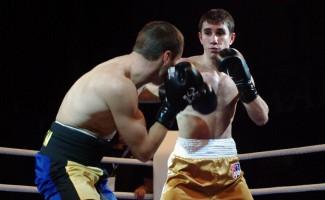 Новосибирский боксер Армен Закарян одержал победу в первой отборочной встрече турнира AIBA Pro Boxing (APB)