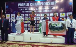 Римма Ануфриева вышла с флагом НЦВСМ на пьедестал чемпионата мира по грэпплингу в Баку